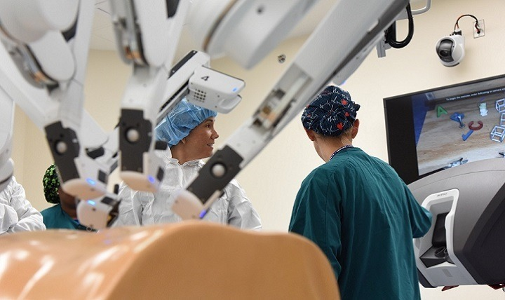 Major medical manufacturers help to drive the surgical robotics market