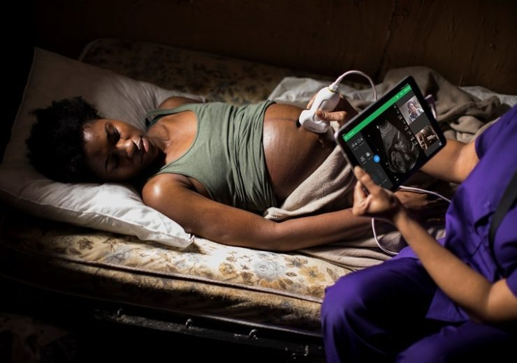 Philips-Lumify-Reacts-midwife-remote-location.download