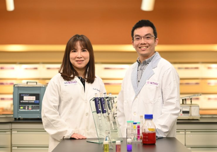 Dr._Yunching_Chen_(left)_and_Tsai-Te_Lu_of_NTHU_have_recently_developed_a_new_treatment_for_cancer