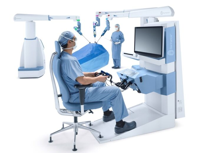 Senhance_3 arm_open communication_surgeon + assistant_table draped_white